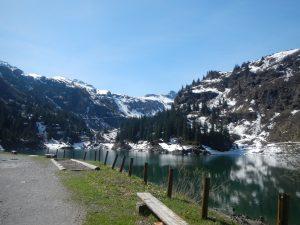 Aussicht auf den Stausee unterhalb der Mettmen-Alp