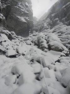 Auf den Hårteigen führt der leichteste Weg durch eine steinige Schlucht