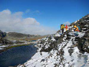 Sommer-Schnee-Wunderwelt im norwegischen Fjell