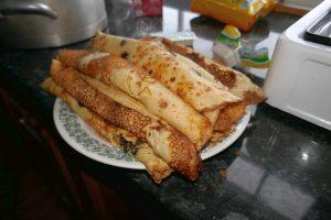 Wunderbare frische Pfannkuchen, selbstgemacht auf der Selbstversorgerhütte