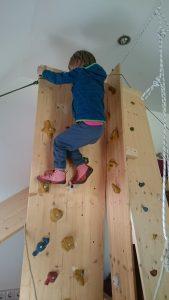 Kletterwand für Kinder im Kinderzimmer