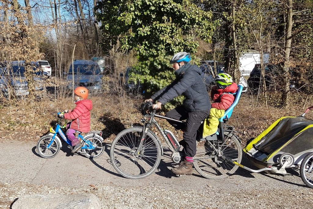 Unterwegs auf Familien-Radtour mit Puky Kinderfahrrad